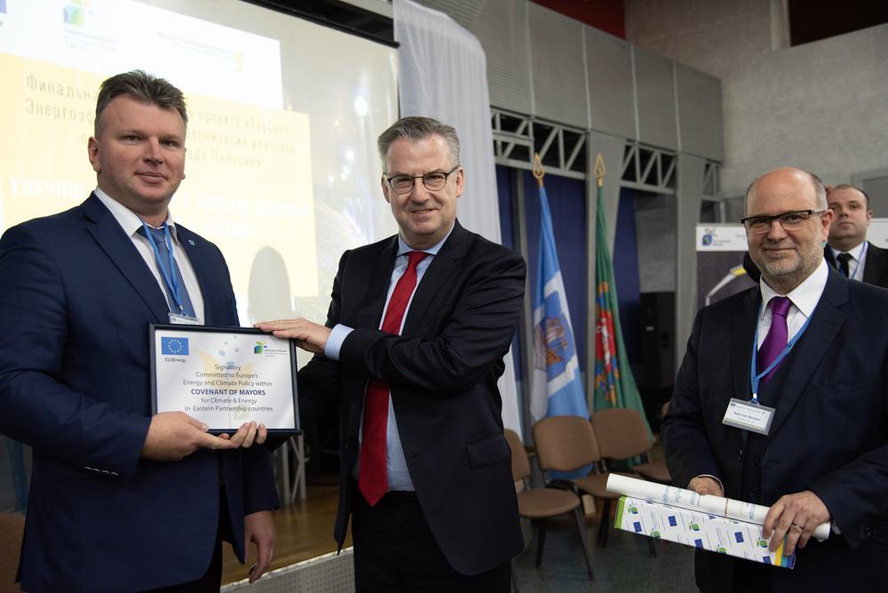 9. Вручение сертификата о присоединении к Соглашению мэров по климату и энергии.JPG